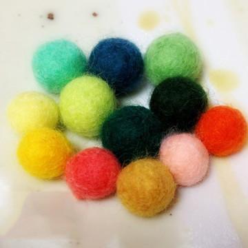 羊毛フェルトのボール玉